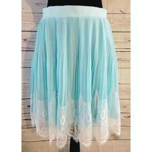 Torrid pleated chiffon lace skirt nwt sz 16